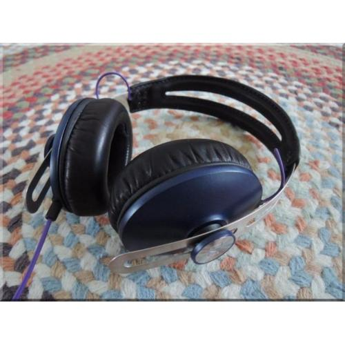Sennheiser Momentum Red Bull limited edition